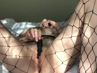 YOUNG FIT GIRL FUCKS HER HOLES WITH A VIBRATOR AND GETS A POWERFUL ORGASM