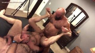 영화 포르노 - Muscle Bear Porn - Beefy Troy Webb 삼촌 수탉 아마추어-안장이 놓여 있지 않은-곰-질내 사정-아빠-그룹-성숙한