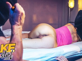 Huge Cocks Double vid: Fake Hostel Young girl double penetrated by two huge cocks