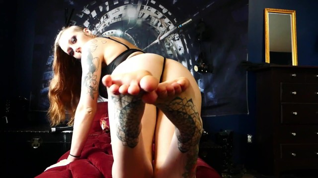AMBER SPARKX FEET & ASS JOI