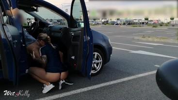 Slutty girfriend gives head in public parking lot. WetKelly