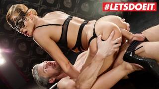 LETSDOEIT - Amante rizada Cherry Kiss culo follada por su esclavo
