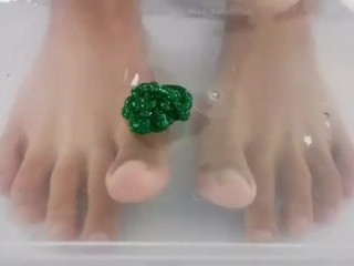 Feet Painting to satisfy your Foot Fetish
