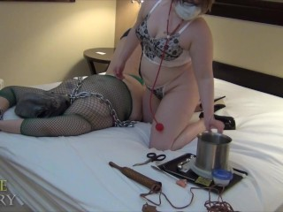 Female Alien Sexually Relieved By Sadistic Doctor