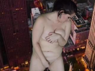 Unaware Giantess Grows and Destroys the City Gigi Manor
