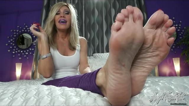 Nikki ashton feet