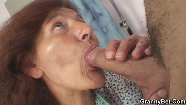 1old pussy - He drills her hairy old pussy on the floor