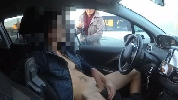 DICK FLASH CAR. Un bel cazzo duro per una donna che passa e guarda.
