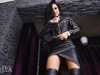 ess Kennya Smokng hot leather fetsh