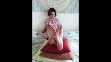 Pretty Girl Feet Show Wrinkling Soles Toe Wiggling Foot Fetish - Nina Yo