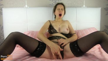 I play with my fingers in my pussy dreaming of a dick - CatherineRain