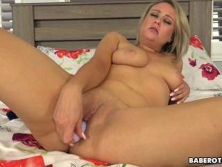 Blonde Elle Mcrae uses a sex toy and fngers for her pleasure