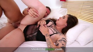 Shake The Snake – Tattooed Chick Get Jizz All Over her Ink