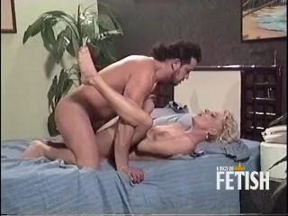 Horny blonde women enjoys rough sex wth workers bg cock