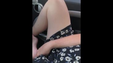Elle me montre sa chatte sur un parking... CyberLoveSex