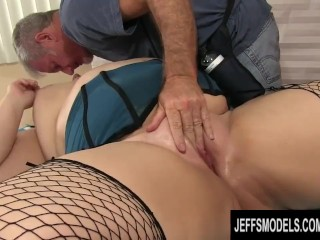 Experenced Masseur Makes Plumper Beck Butte Cum wth Fngers and Toys