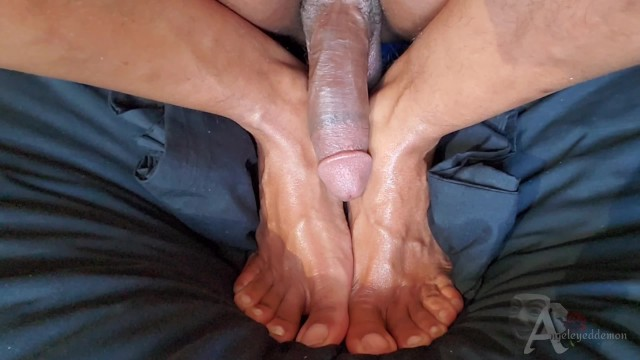 Cock tease oil aw cum rub Foot fetish cum and oiled covered toes fucking my own feet and cumming