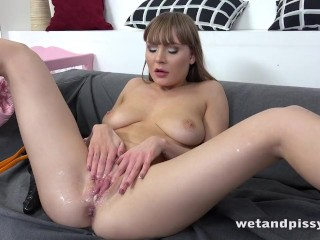 Sexy Grl Keeps On g