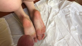 Cum on her soles wet of piss - full vid in the store !
