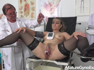 Horny mature woman old pussy gyno exam