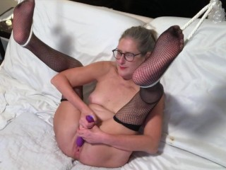 Hot Mlf Spreads Wde And Toys Her Wet Pussy