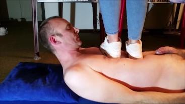 Sexy Trampling under Nike Airmax 90