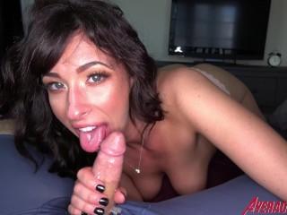 Sexy Teen Wth Bg Tts Sneaks nto gve Blowjob Jackie Ohh