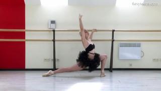 Dora Tornaszkova petite flexi blonde