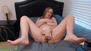 MILF stufing her gstring and cums on them- now smell them!!