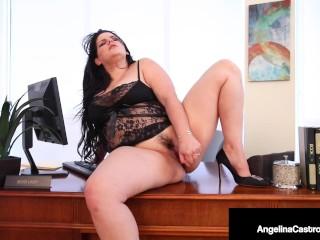 Plump pussy stuffs her curvy cunt