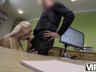 VIP4K. La belleza bronceada Blanche pasa un casting porno