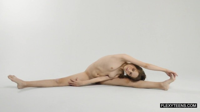 Young naked gymnastic Abel rugolmaskina brunette naked gymnast