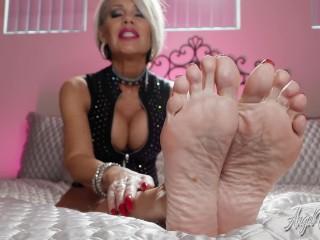 Hot Mature MLF Gves Precse JO For Bare Feet POV Erotc Nkk Ashton Nikki Ashton