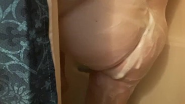 Soaping up my thicc pawg booty in the shower