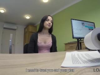 Loan4k. kristy black, una ragazza di ventun anni, vende la figa