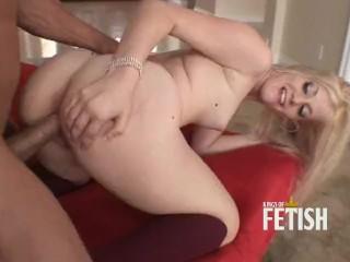 Hot grl wth small tts enjoys rough sex wth muscular man