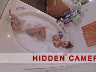HDDEN CAMERA catches stacked MLF masturbatng n tub Britney Amber