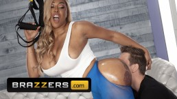 Brazzers - Extra thicc Moriah Mills takes white cock