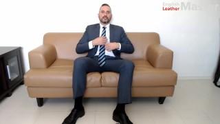 Videa Porno Hd - Alfa Anglický Kožený Mistr Prdící V Náhledu Obleku