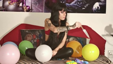 Baloon blowing & popping by crazy teen girl pt1 HD