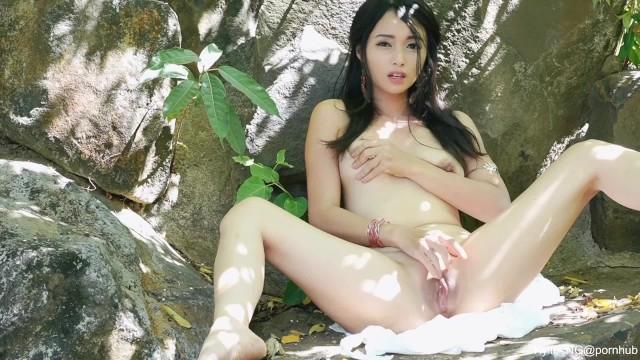Kylie_NG Dildo Masturbation To Get Super Creamy Squirt in the Wilderness