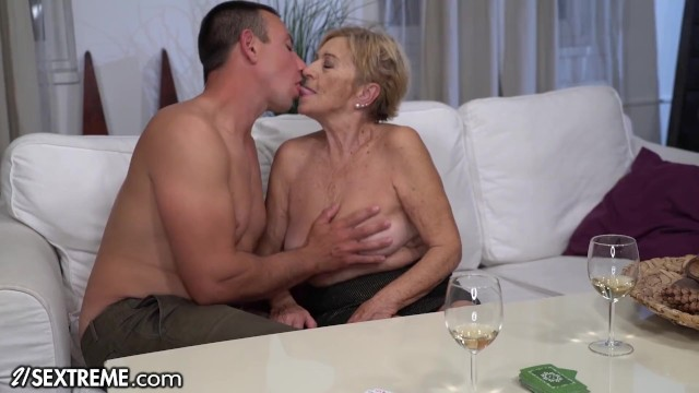 21Sextreme Big Titty Mature Loves Riding Young Cock