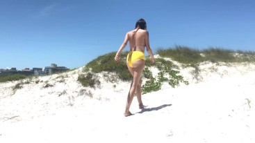 FUCKING A BIG ASS AT A BRAZILIAN PUBLIC BEACH - SWAMATEURCOUPLE