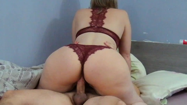 A big ass French milf joins me in bed to get fucked! Couple Amateur Nini !