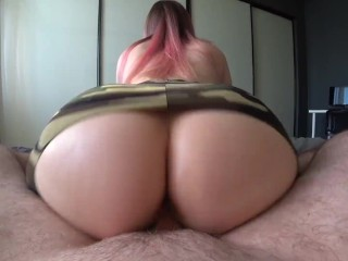 Girl with a big ass jumps and twerks on a dick