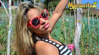 MAMACITAZ - La ragazza latina si bagna e avvolge la figa su un grosso cazzo