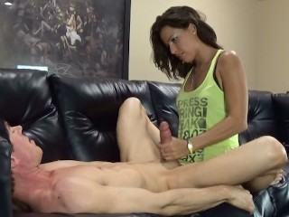 amateur babe pegging like a champ the first time