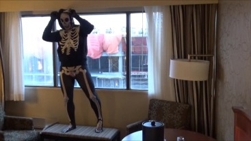skeleton jerks off watching construction workers