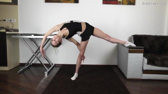 Nude flexible sport girl - Agata berezka flexible young babe