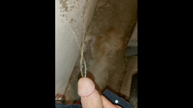 Dvd beur gay - Arab male peeing in closed down factory. عربي يتبول